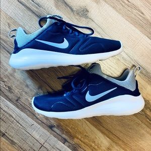 Men's Navy Nike sneakers